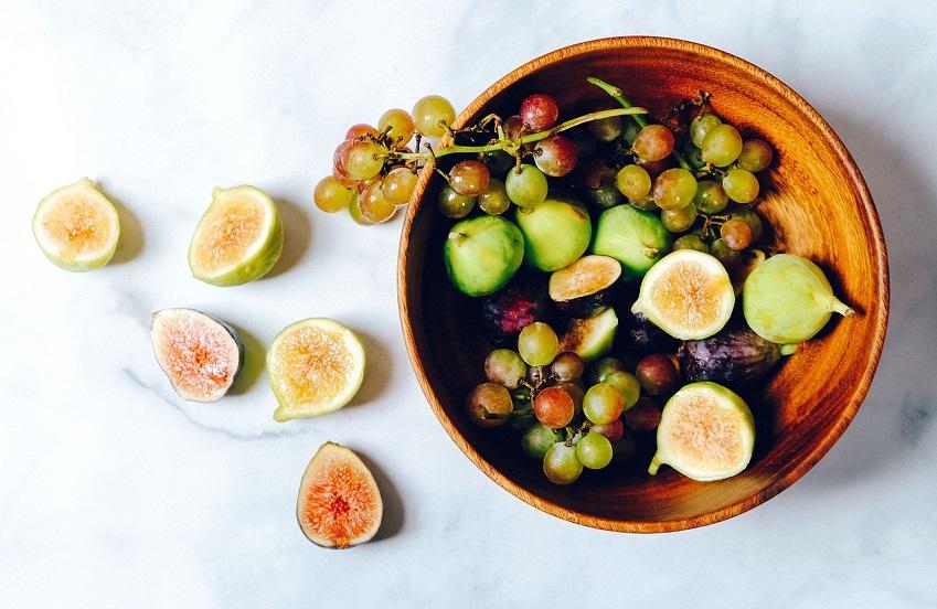 schaal met vijgen fruit