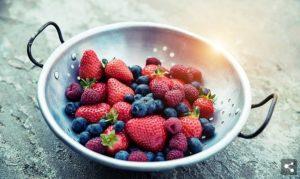 assorti van bessen en aardbeien
