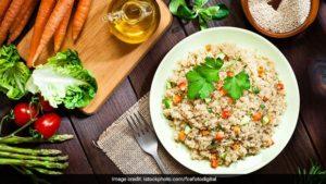 Suji-Tomato Upma Recept: Griesmeel of rava is een goede bron van eiwitten en gezonde koolhydraten